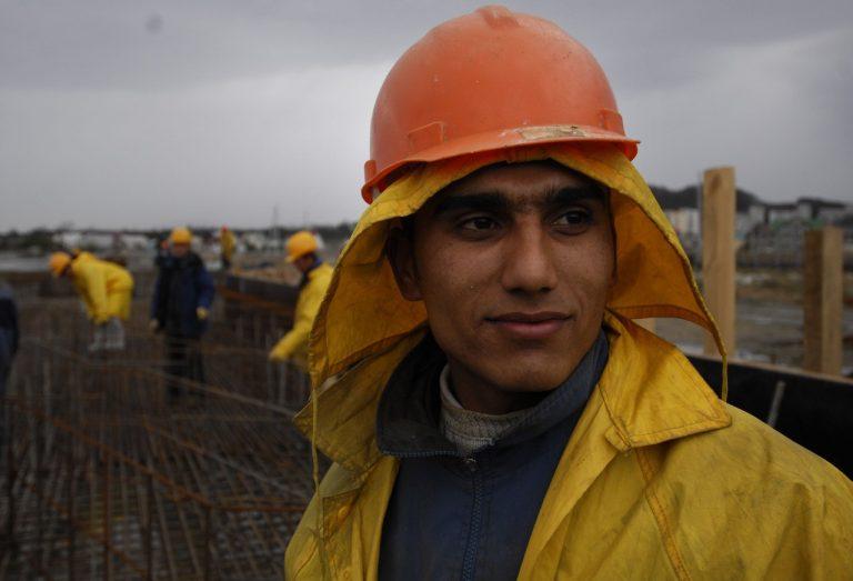 Таджикский трудовой мигрант, работающий в России