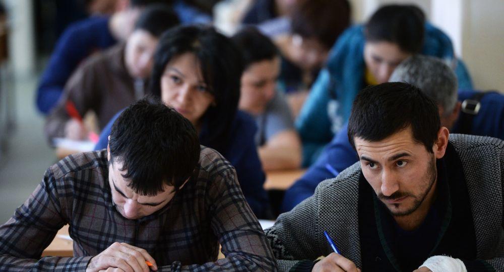Таджикские мигранты обязаны сдавать экзамен по русскому языку