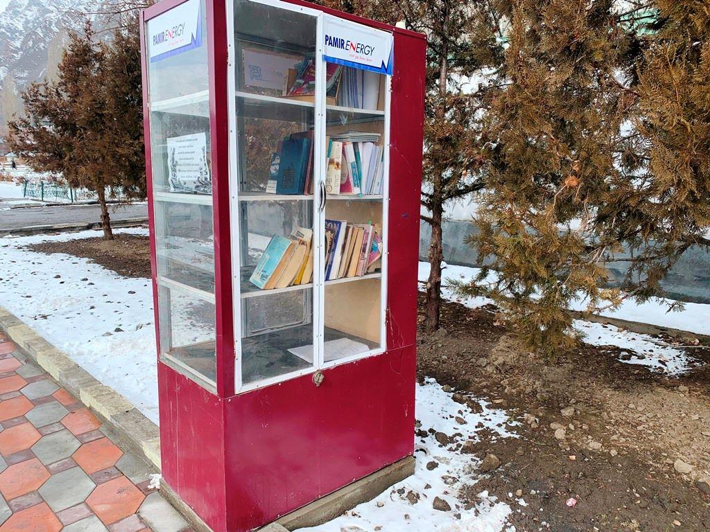 Хорог, ГБАО, Таджикистан, уличный книжный шкаф
