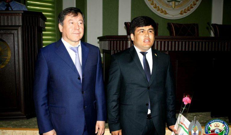 Таджикский «Авангард». Кто они и чего добиваются?
