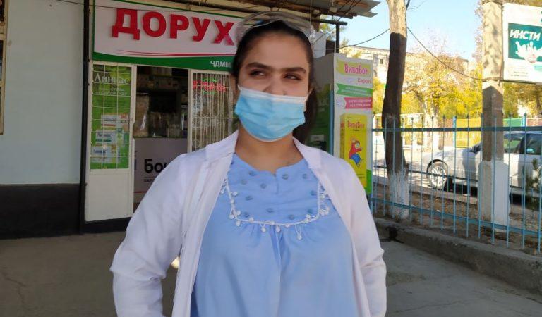 Медсестра Диёна. История афганской беженки, которая помогает лечить таджикистанцев от коронавируса