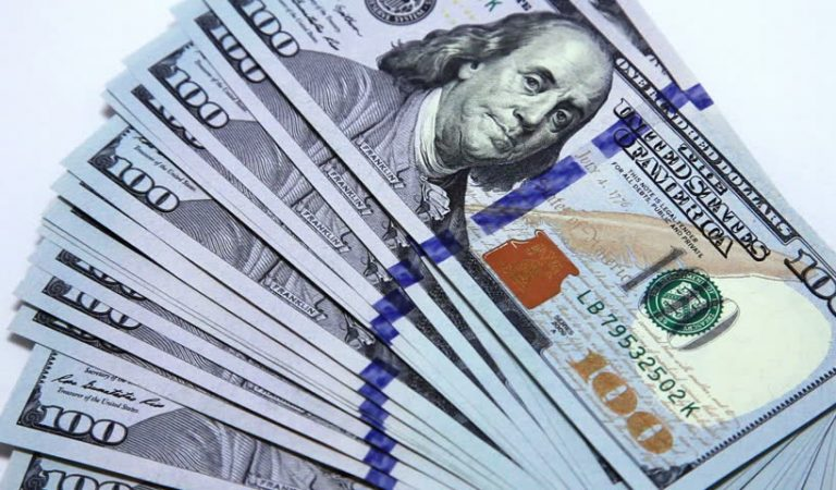 Впервые за последний год в Таджикистане доллар подешевел, а рубль подорожал