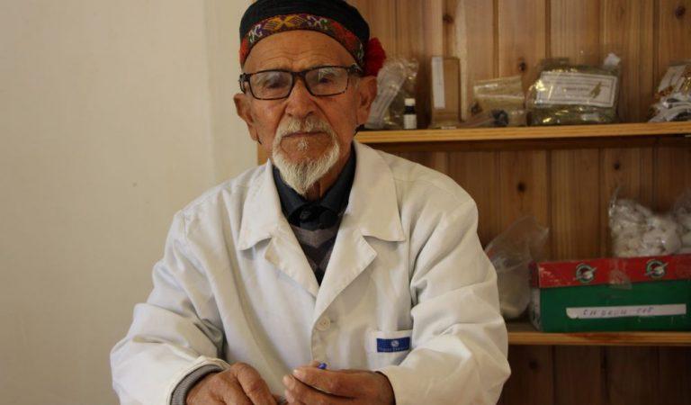 Добрый доктор Ширинбек. Как ишкашимский доктор лечит людей травами
