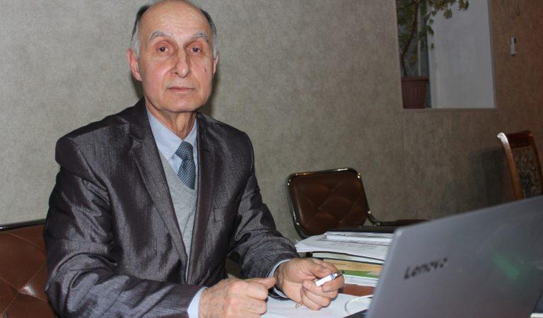История того, кто перевел «Зеленую книгу» Каддафи на таджикский язык