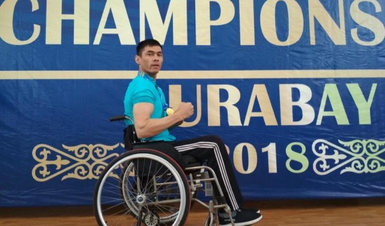 Параолимпиец Джамшед мечтает встать на ноги