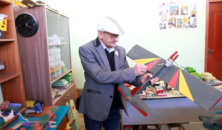 Полвека в моделировании. Как в Душанбе учат детей создавать мини копии самолетов, танков, кораблей и ракет