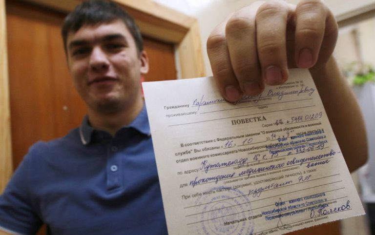 Магистранты Таджикистана получили повестку из военкоматов. По новому закону они должны отслужить