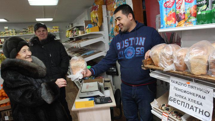 От бесплатных стрижек до бесплатной муки. Как таджикистанцы проявляют доброту в честь Рамазана
