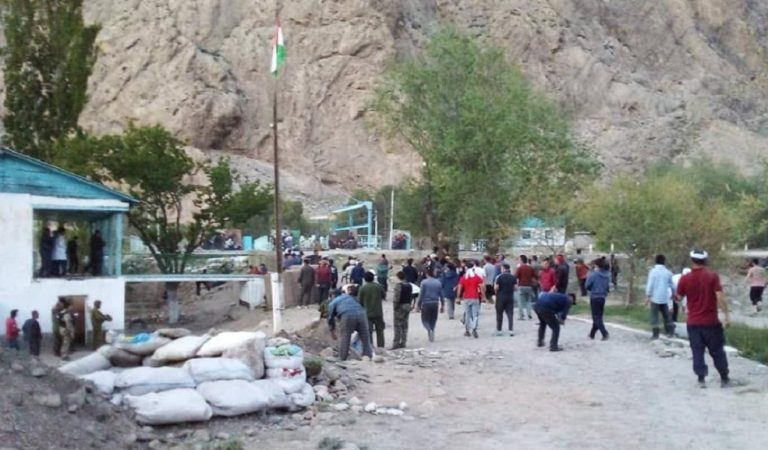 Что происходит на таджикско-кыргызской границе? Хроника событий