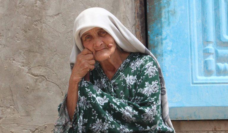 Единственный кормилец. На что 70-летняя Момаи Холби содержит семью?