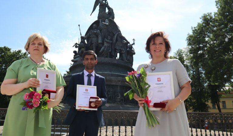 Волонтеры России. Кто они, три таджика, которых наградил медалями Путин?
