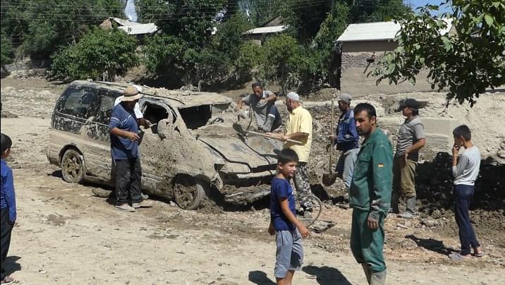 Борьба за жизнь. Жители села Вешист в Пенджикенте остались без крова из-за схода селя
