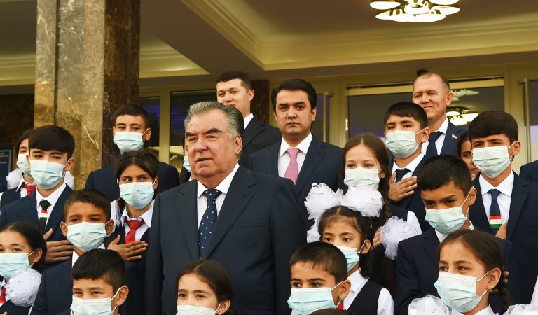 Учебный год в Таджикистане теперь должен завершиться к 1 июня