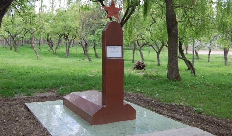 Три тополя в красных косынках. Памяти первых учительниц в Раштской долине Таджикистана